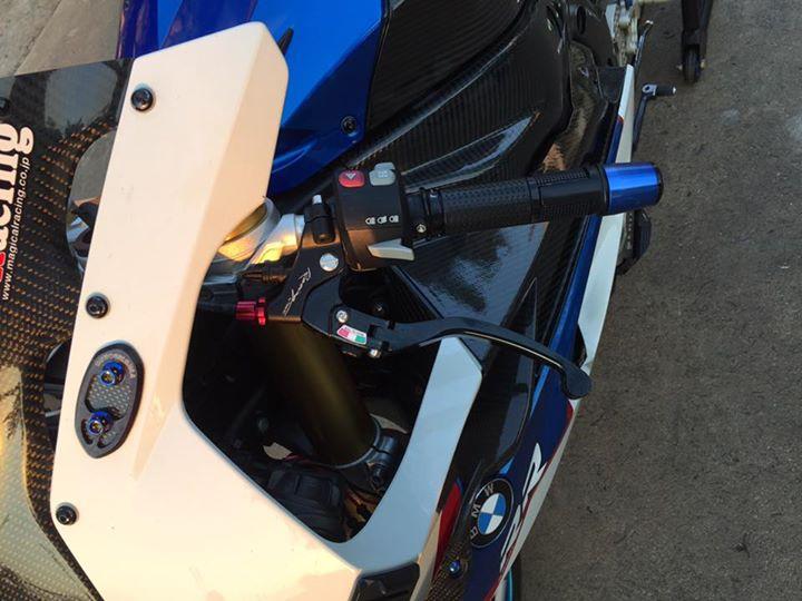 BMW S1000RR do bat mat cung dan do choi hang hieu - 5