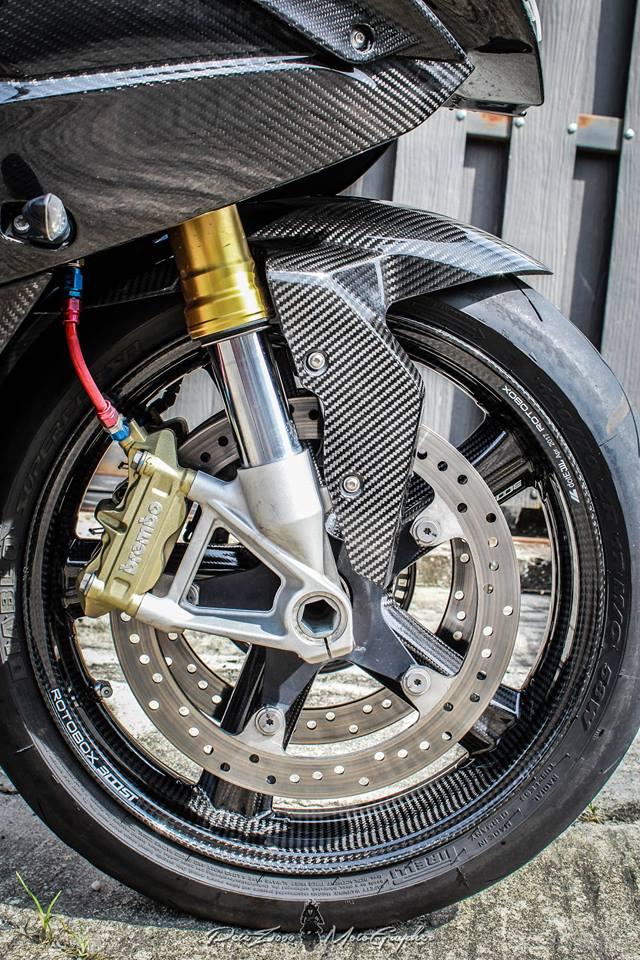 BMW S1000RR tao dang cuc gau voi Nakedbike Z1000 - 6