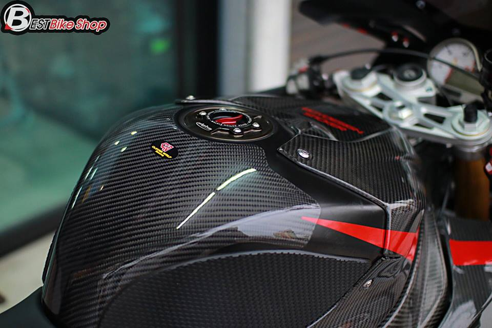 BMW S1000RR ve dep tuyet sac ben cong nghe Carbon - 10