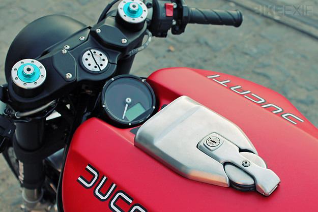 Chiem nguong Quai vat JVBMoto Ducati Monster 1100 - 4