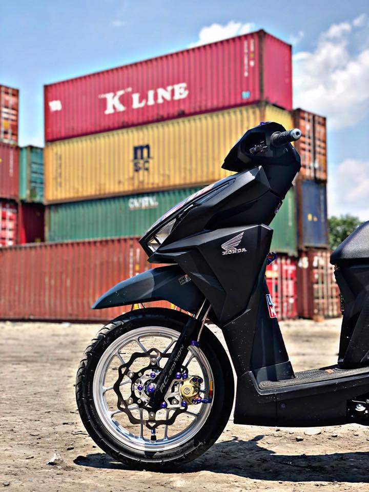 Click 125 do khoe dang ben dan thung Container - 5