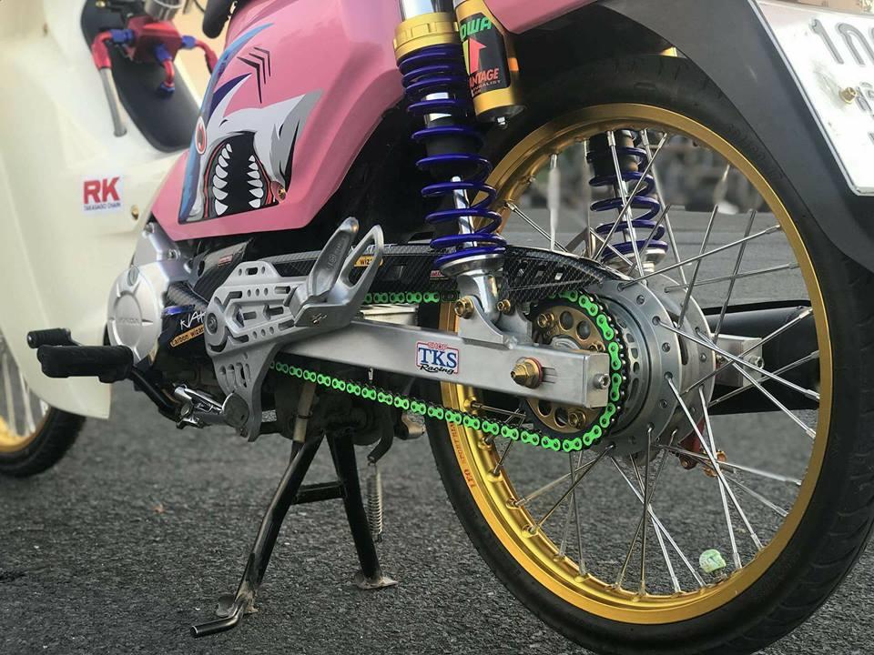 Cub Fi do gay an tuong nguoi xem voi dau tay nguoi bi an cua biker Thailand - 8