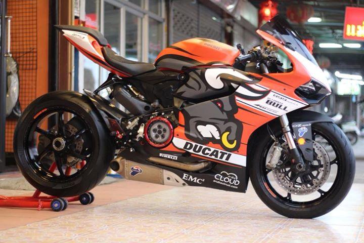 Ducati Panigale 899 ban do dam chat choi ben bo canh Redbull