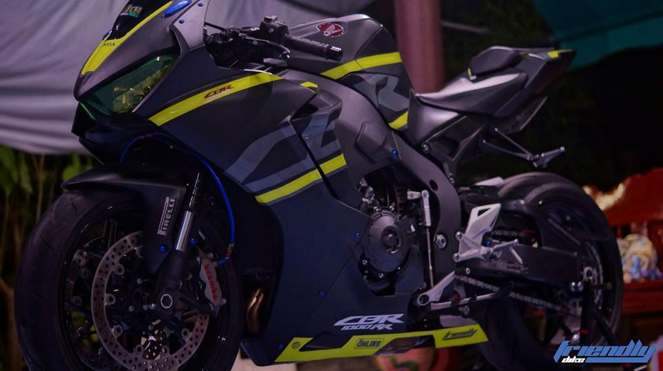 Honda CBR1000RR bo mong hieu chien ben tong mau Black Matte - 4