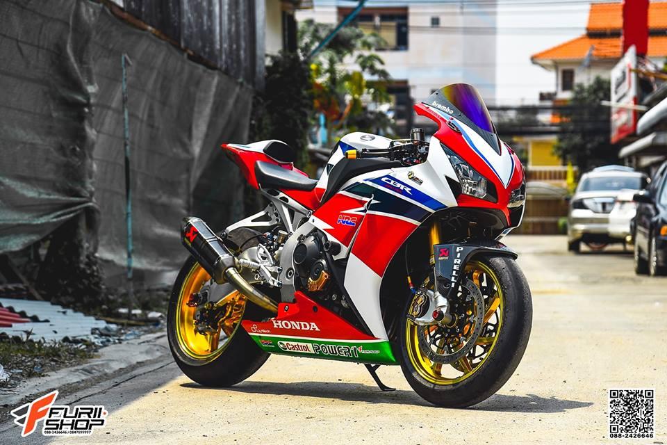Honda CBR1000RR Choi loa ben dan chan do hieu - 10