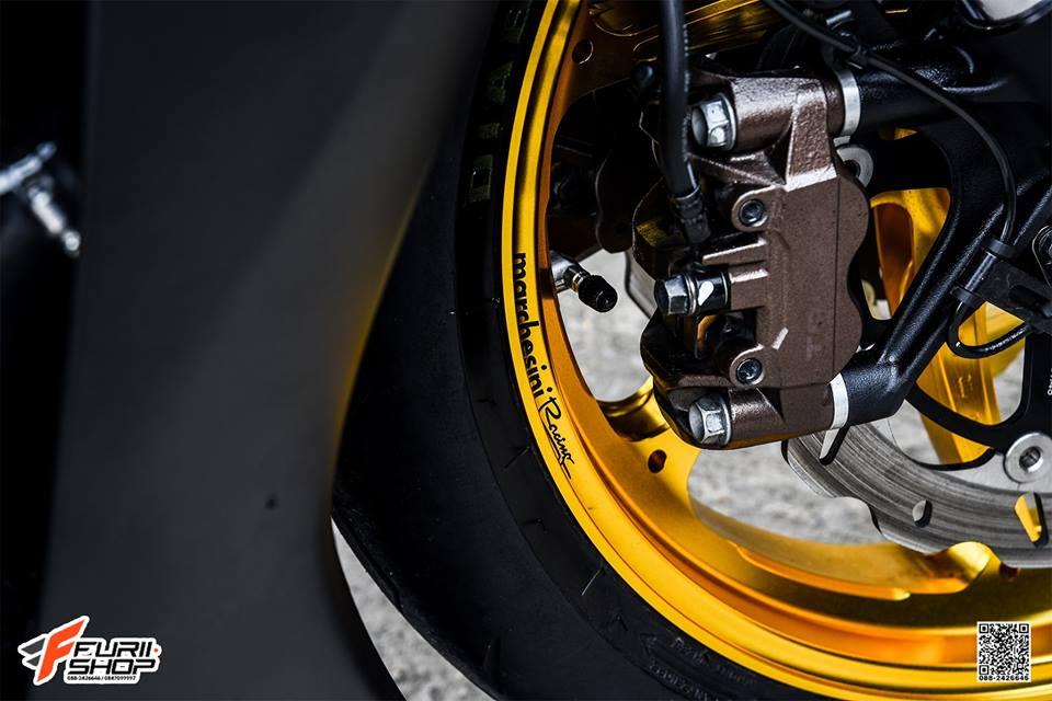 Honda CBR1000RR lich lam ben dan chan sang choi - 5