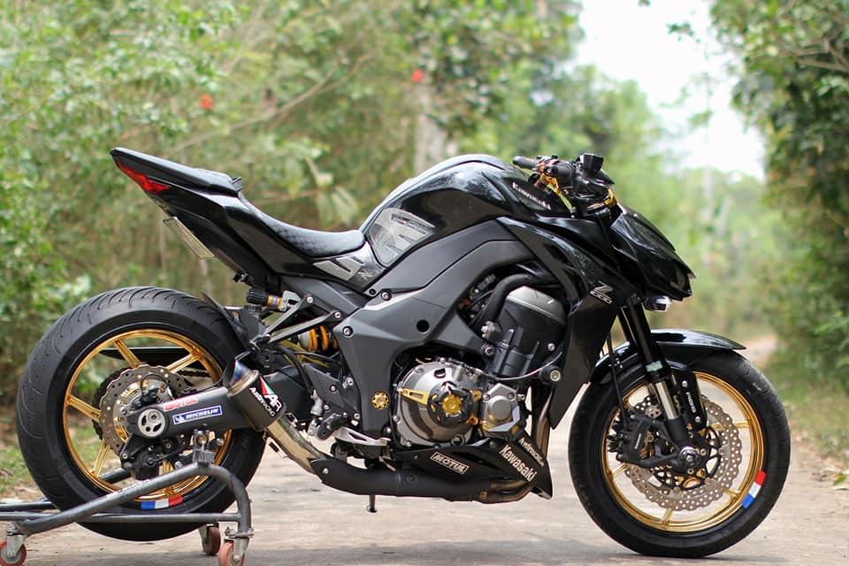 Kawasaki Z1000 do chi tiet voi dan do choi nong bong cua Biker Viet