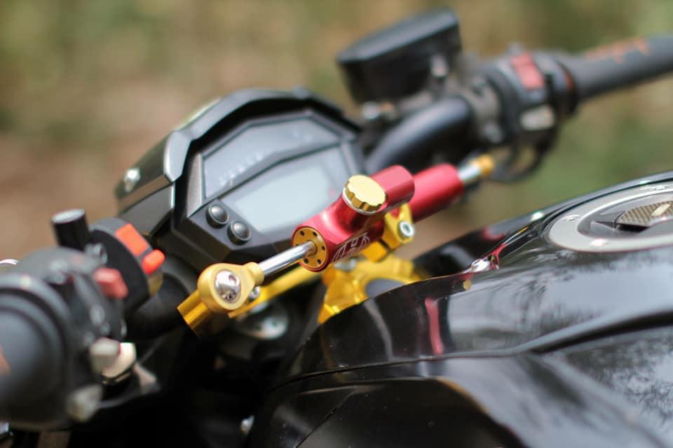 Kawasaki Z1000 do chi tiet voi dan do choi nong bong cua Biker Viet - 4
