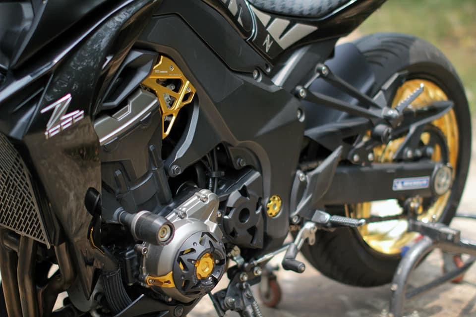 Kawasaki Z1000 do chi tiet voi dan do choi nong bong cua Biker Viet - 8