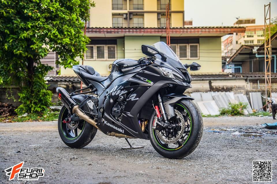 Kawasaki ZX10RR Chien than toc do nang cap hoan hao qua hinh phong full black