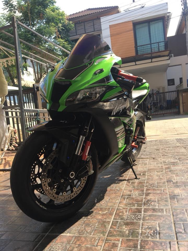 Kawasaki ZX10R do nhe nhang day cam hung tren dat Thai