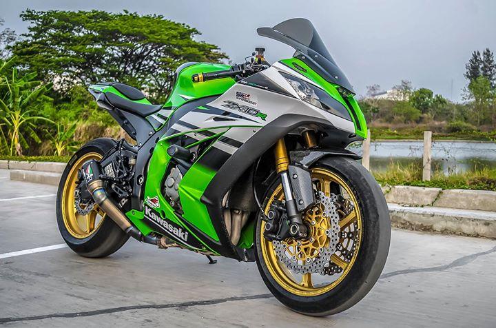 Kawasaki ZX10R sieu mo to do ca tinh ben dan chan hang hieu