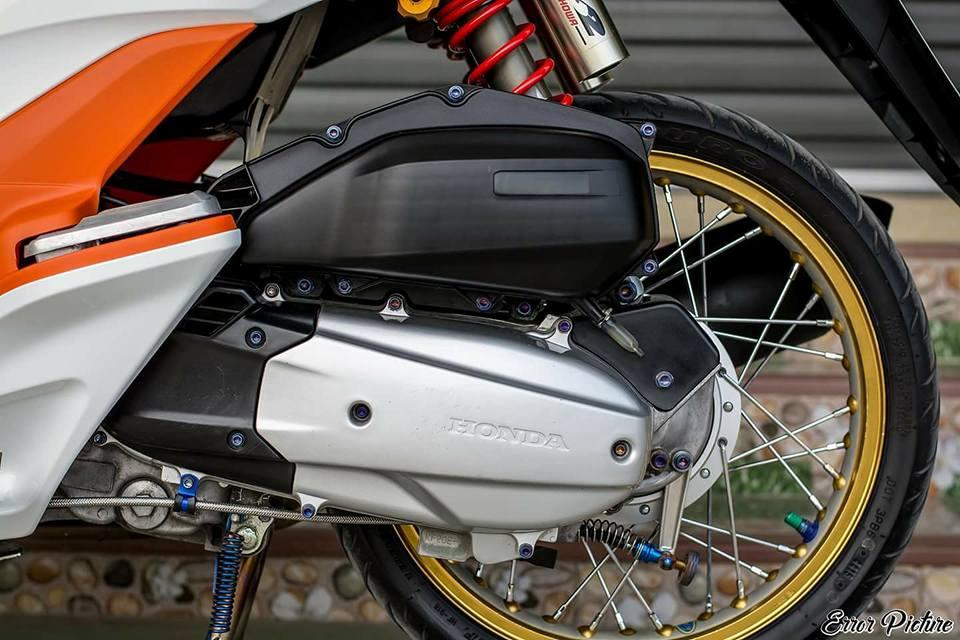PCX 150 do mang ve dep tinh te day dang cap cua biker Thai - 9