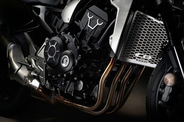 So sanh Honda CB1000R vs Yamaha MT10 - 5