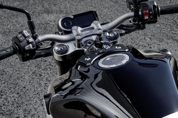 So sanh Honda CB1000R vs Yamaha MT10 - 7