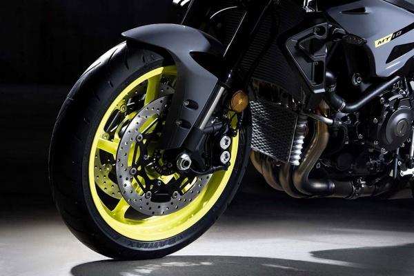 So sanh Honda CB1000R vs Yamaha MT10 - 11