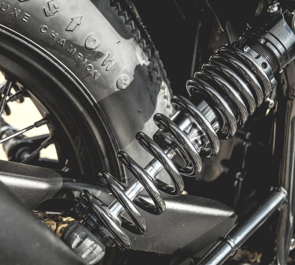 Triumph Thruxton 900 ban do Cafe Racer day cam hung - 14