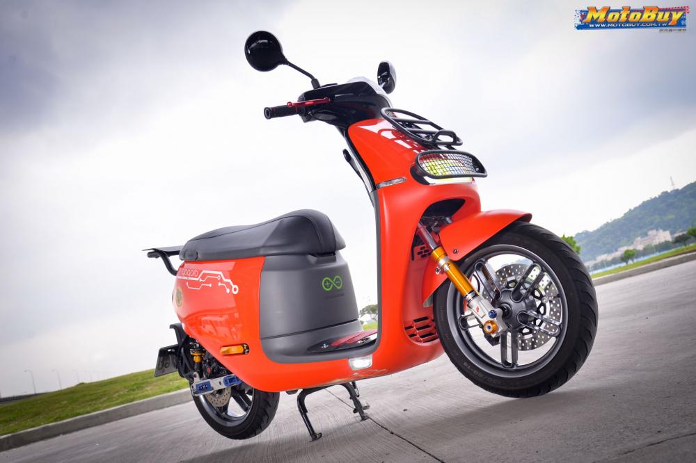 Xe may dien Gogoro2 do day dang cap cua biker xu Dai - 11