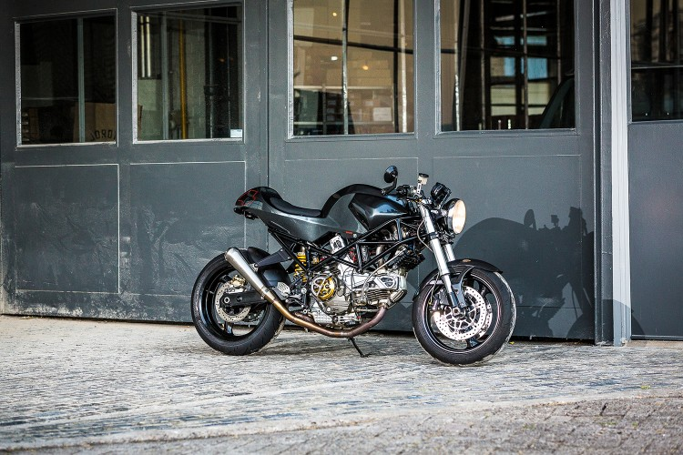Ducati Monster 900ie Cafe Racer dam chat choi tu tay do Maarten Timmer - 3