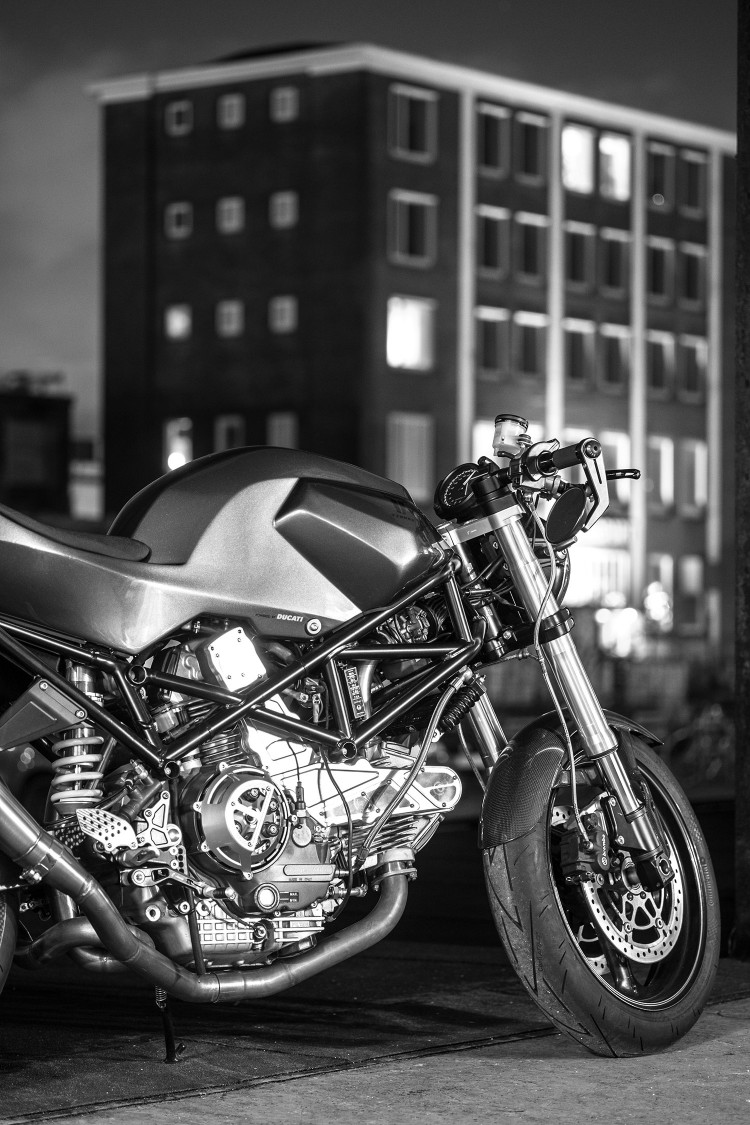 Ducati Monster 900ie Cafe Racer dam chat choi tu tay do Maarten Timmer - 5