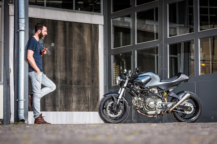 Ducati Monster 900ie Cafe Racer dam chat choi tu tay do Maarten Timmer