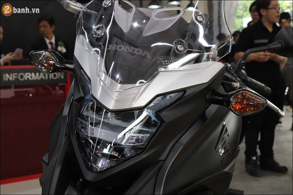Honda CB500X 2018 co gia 180 trieu VND ra mat tai Showroom Honda Moto Viet Nam - 3