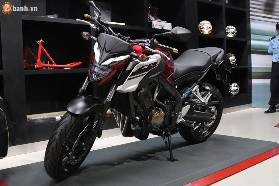 Honda CB650F 2018 co gia 2259 trieu VND ra mat tai Showroom Honda Moto Viet Nam