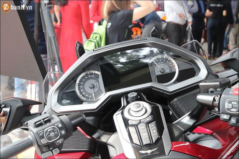 Honda Goldwing 2018 gia 12 ty VND tai Showroom Honda Moto Viet Nam - 5