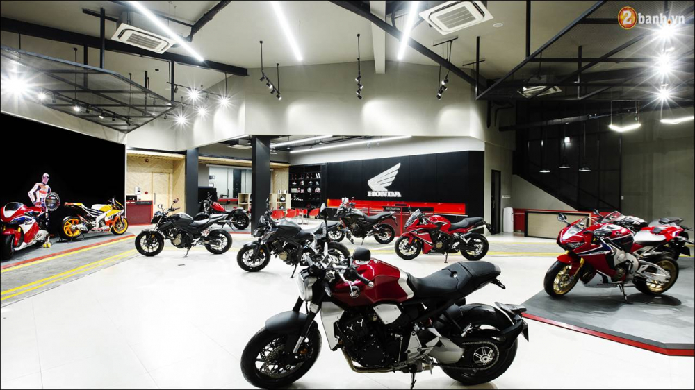 Honda VN ra mat 9 mau xe mo to tai su kien khai truong showroom Honda Moto