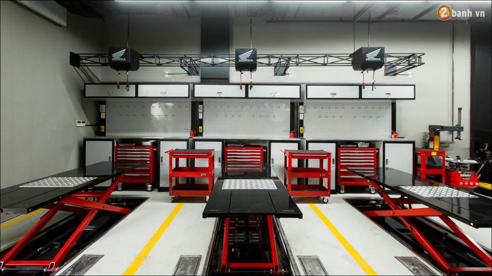 Honda VN ra mat 9 mau xe mo to tai su kien khai truong showroom Honda Moto - 15