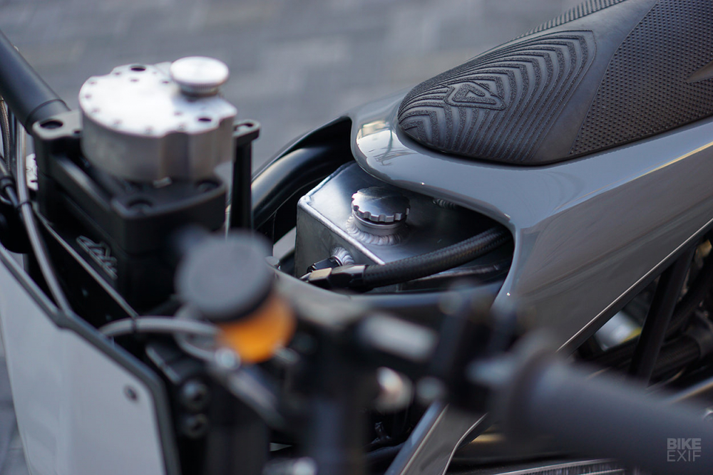 KTM 950 Adventure ban tuy chinh tu Hazan Motorworks - 6