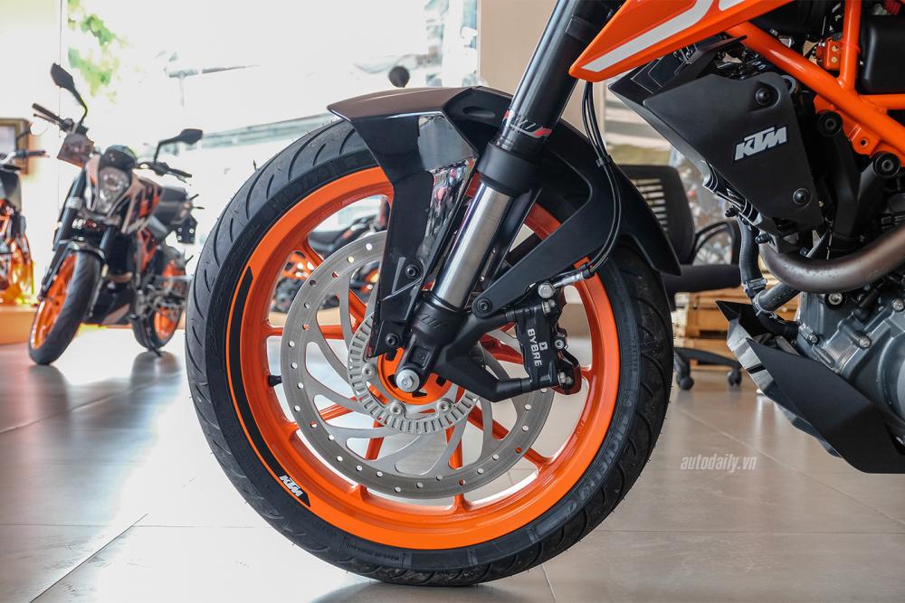 Voi 200 trieu nen chon KTM Duke 2018 hay BMW G310R 2018 - 19