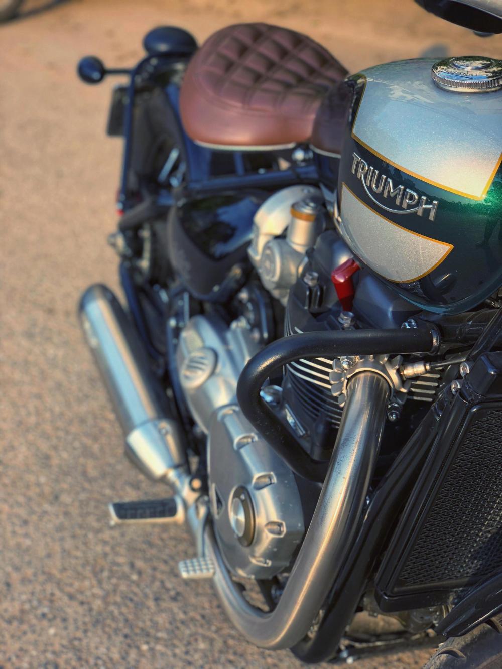Triumph Bonneville Bobber - 2