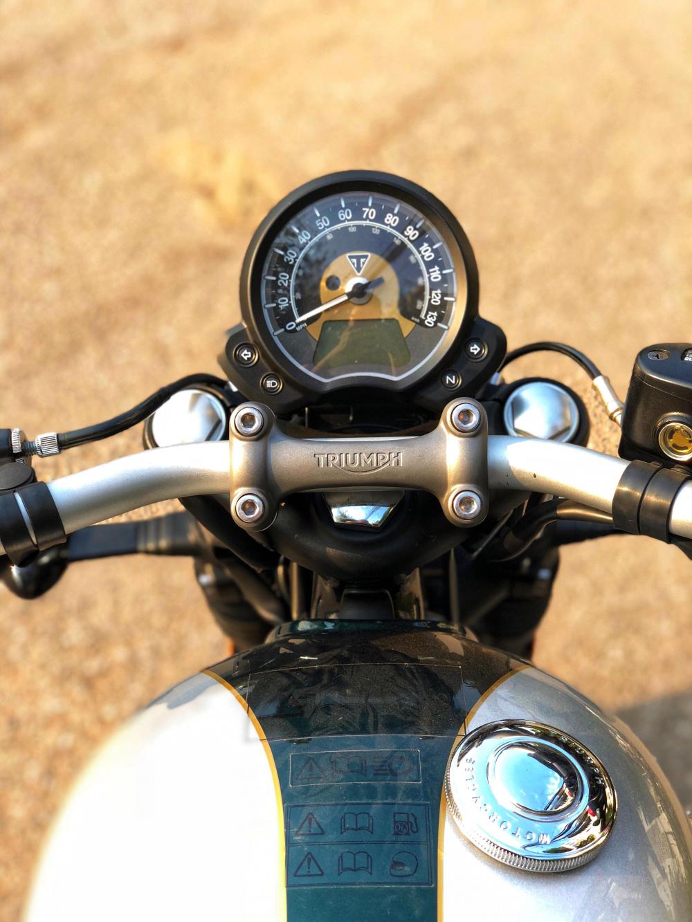 Triumph Bonneville Bobber - 3