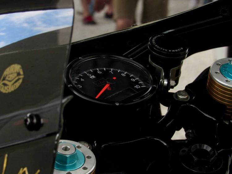 Triumph Thruxton dam phong cach Retro custom by Cohn Racers - 5