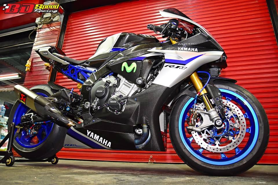 Yamaha R1M day suc hap dan voi body Carbon fiber