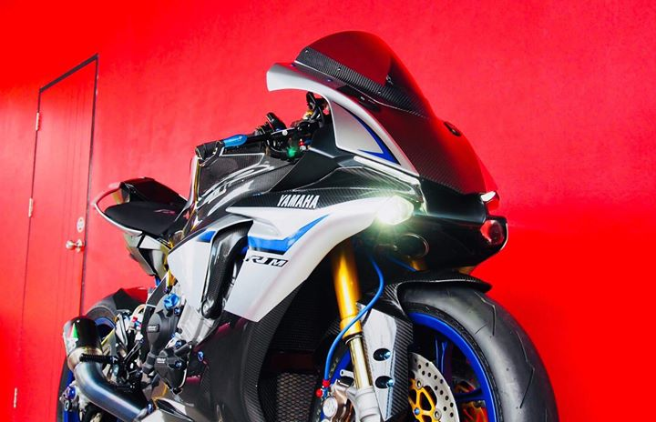 Yamaha R1M nang cap hoan thien voi phu kien Carbon fiber