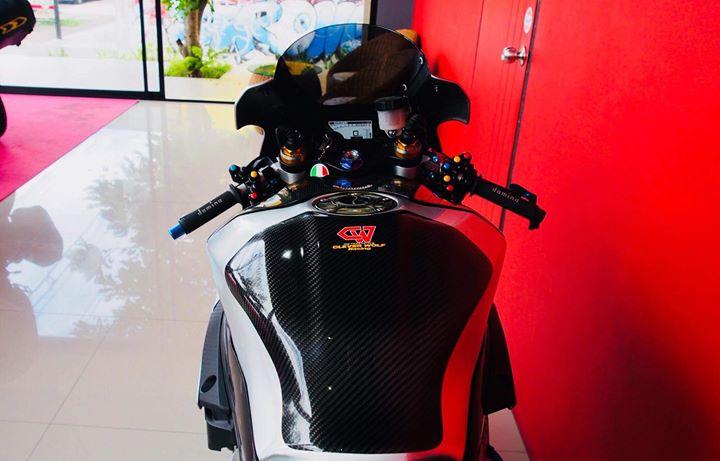 Yamaha R1M nang cap hoan thien voi phu kien Carbon fiber - 6