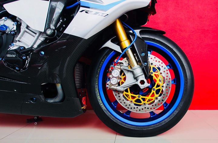 Yamaha R1M nang cap hoan thien voi phu kien Carbon fiber - 10