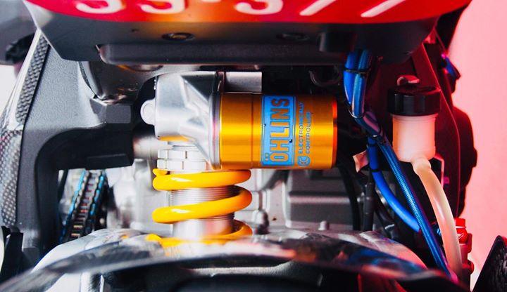 Yamaha R1M nang cap hoan thien voi phu kien Carbon fiber - 14