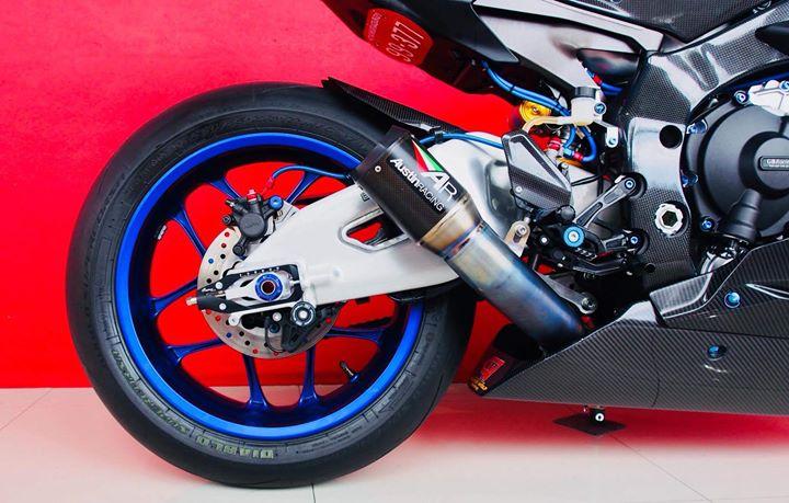 Yamaha R1M nang cap hoan thien voi phu kien Carbon fiber - 16