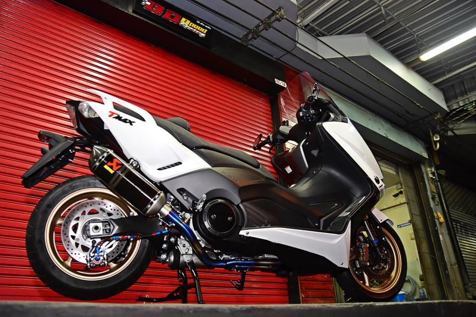 Yamaha TMax530 do cang det voi phu kien khung