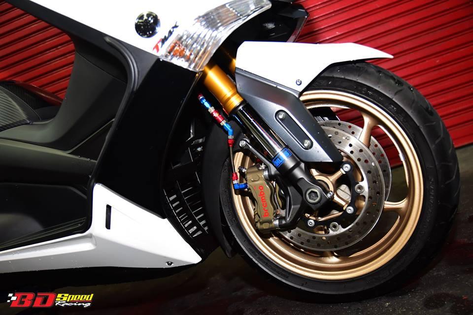 Yamaha TMax530 do cang det voi phu kien khung - 5