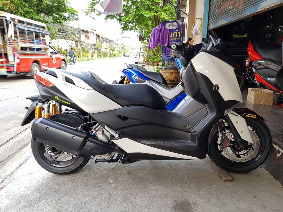 Yamaha XMax300 do cang det voi phu kien Brembo