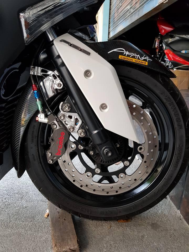Yamaha XMax300 do cang det voi phu kien Brembo - 6