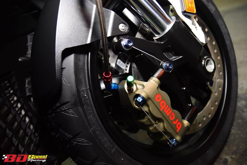 BMW C650 Sport do cang det voi dan option khung - 14