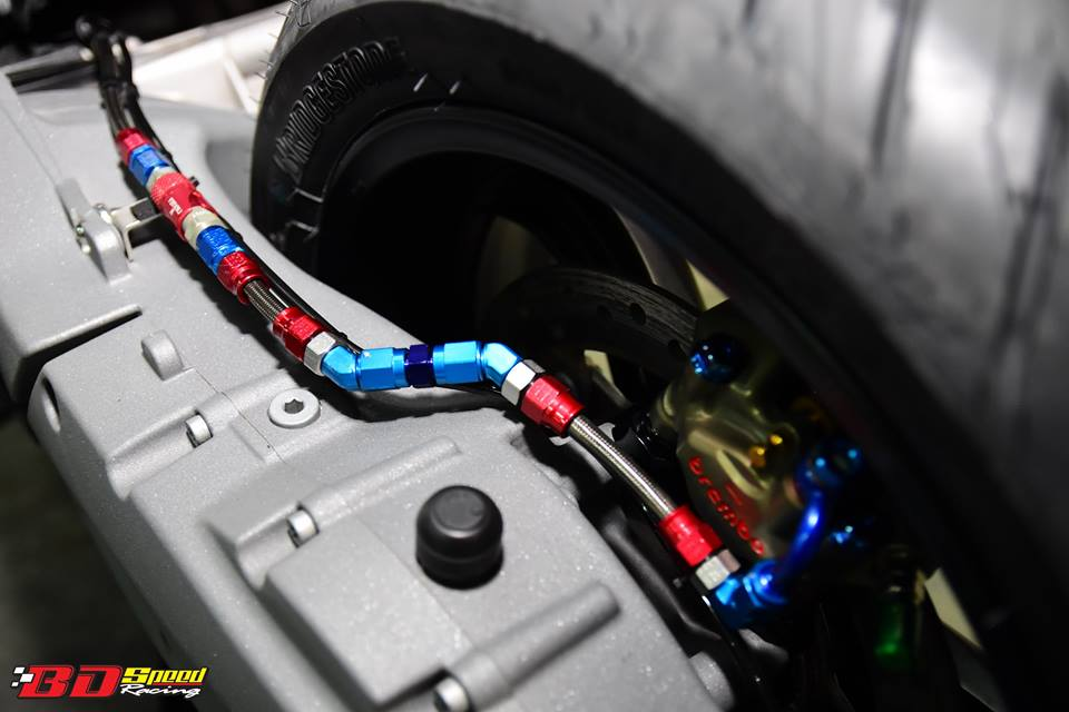 BMW C650 Sport do cang det voi dan option khung - 20