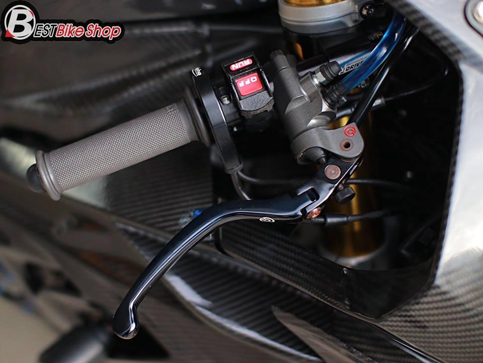 BMW HP4 ve dep tuyet sac trong trang bi full ao Carbon ilmberger - 6