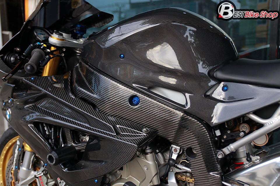BMW HP4 ve dep tuyet sac trong trang bi full ao Carbon ilmberger - 12