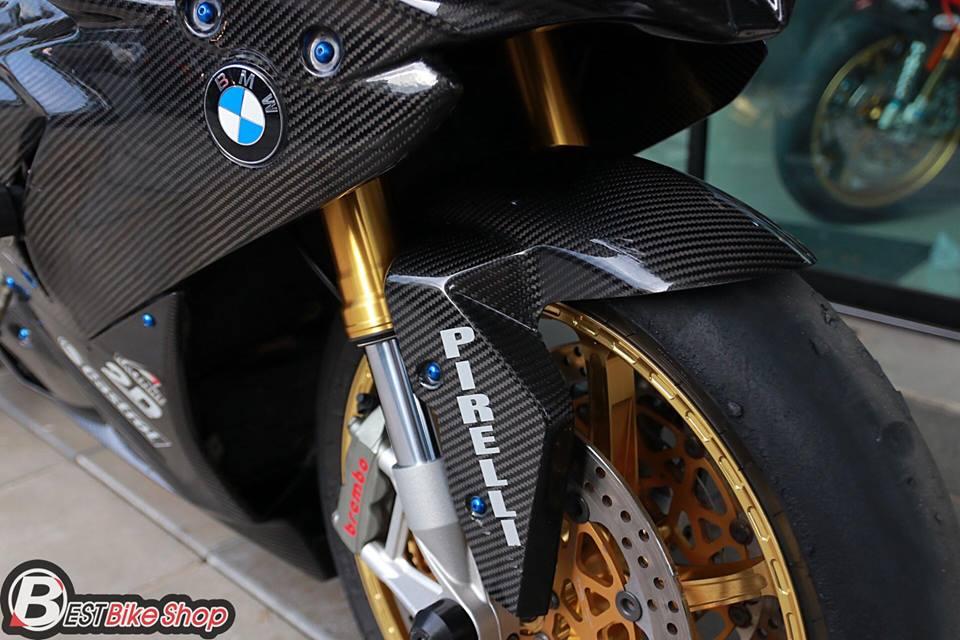 BMW HP4 ve dep tuyet sac trong trang bi full ao Carbon ilmberger - 16
